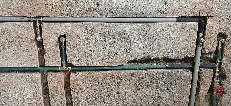 不锈钢水管走墙