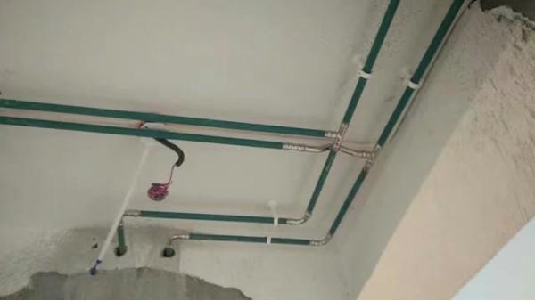 家庭装修水路走向怎么选?不锈钢水管走顶?走地?走墙?