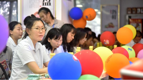 广州美亚快乐大会 | 美好人生跟党走,快乐生活大家有!